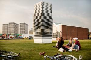 smog-free-tower-by-daan-roosegaarde_dezeen_468_4